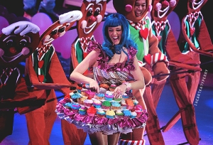 Katy Perry mixing it up with gingerbread men on her California Dreams Tour (Source: iheartkatyperry.tumblr).